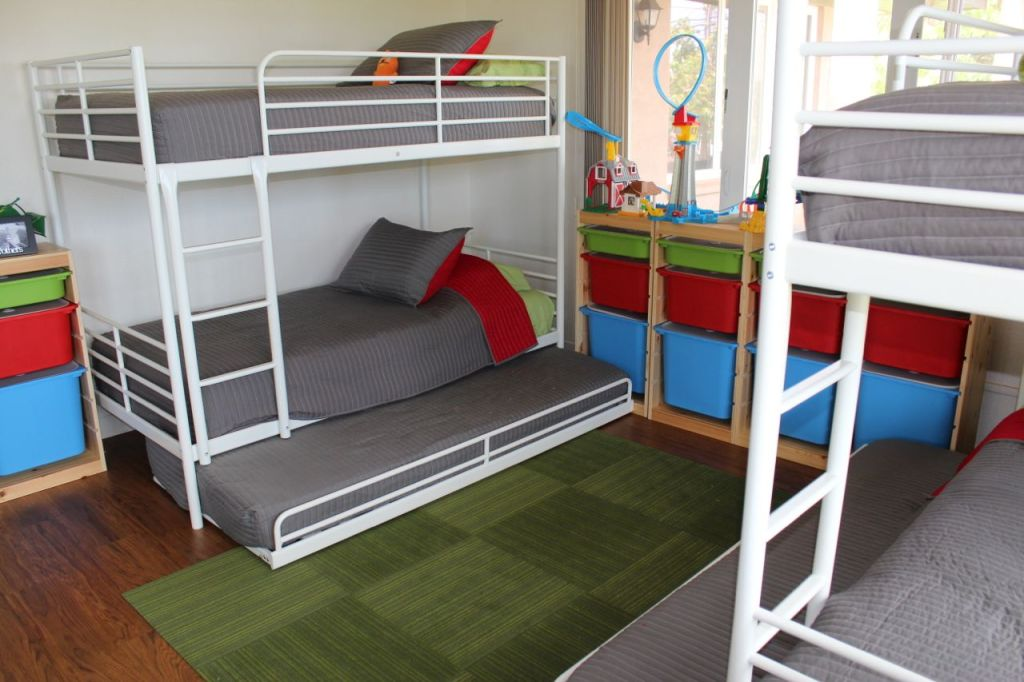 Picture of: How To Fit 6 Kids In One Room On A Budget